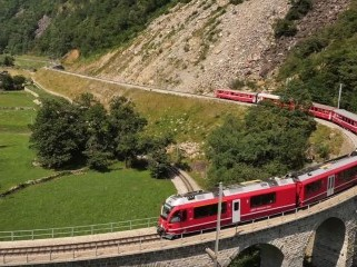 Sul Trenino Rosso | Svizzera  – Official Trailer Philms